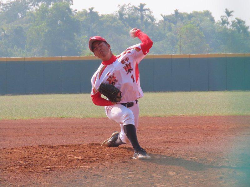 東體先發投手林志光投出代表作,率隊重返8強。圖/學生棒球聯盟提供