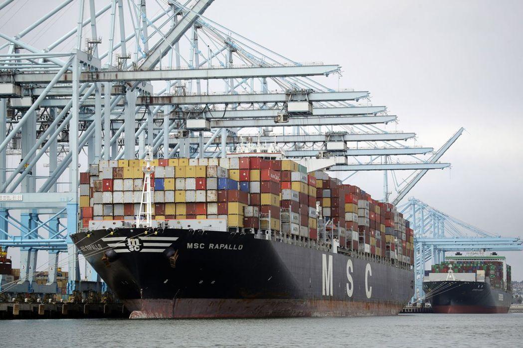 洛杉磯港執行董事塞羅卡表示,受新冠肺炎疫情衝擊,洛杉磯港第1季總貨櫃吞吐量可能比...