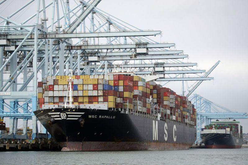 洛杉磯港執行董事塞羅卡表示,受新冠肺炎疫情衝擊,洛杉磯港第1季總貨櫃吞吐量可能比去年同期下滑15%,是金融海嘯以來最大降幅。美聯社
