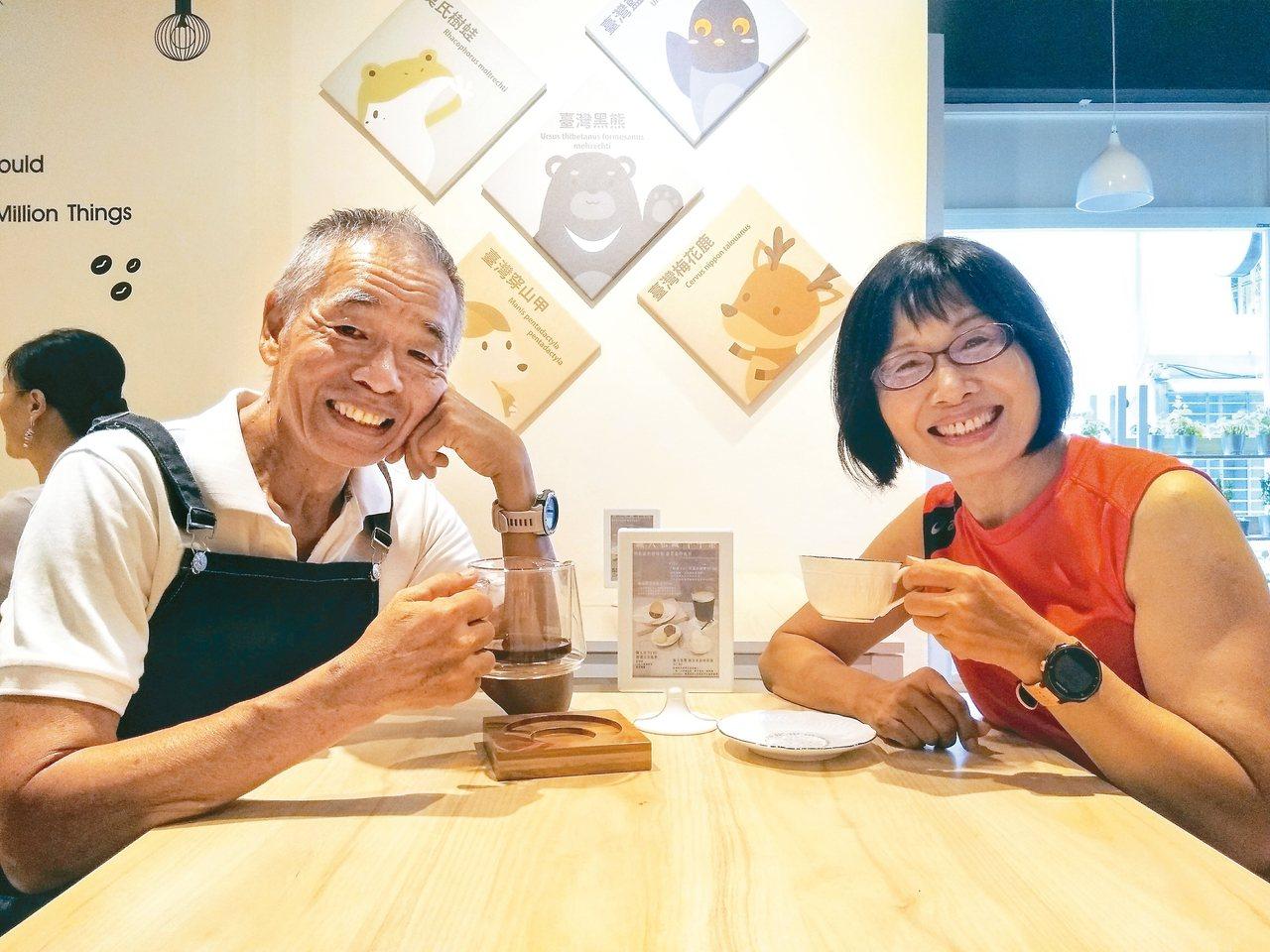 古競祥(左)擔任「職人淬」咖啡店一日店長。 圖/莫昭平提供