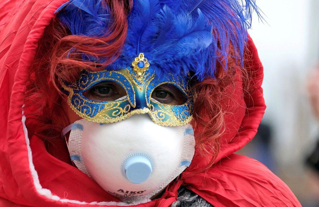 義大利官員為遏止新冠肺炎疫情蔓延,提前兩天結束年度盛事威尼斯嘉年華。(路透)