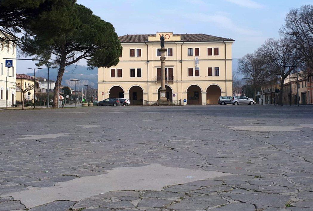 義大利當局下令封鎖北部十數座城鎮,希望控制新冠肺炎疫情。(歐新社)