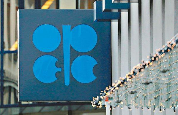 油價跌破50美元,OPEC+考慮擴大減產。 路透