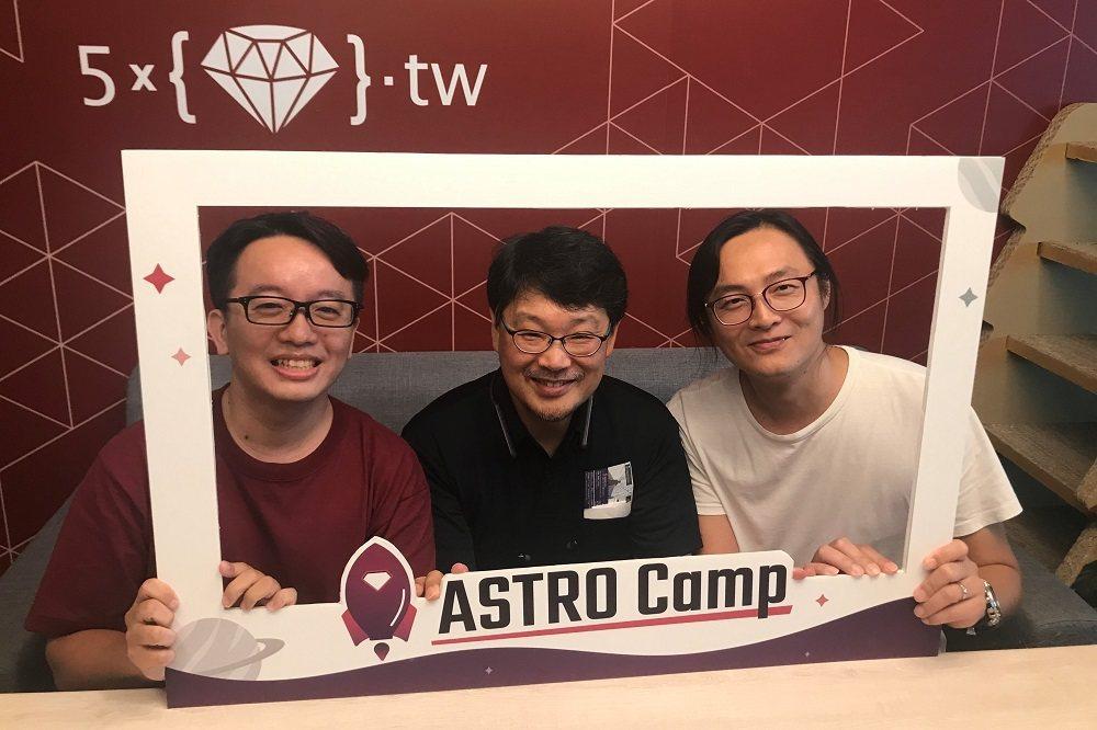 高見龍(左)經常主辦程式聚會,曾邀請日本知名程式設計師「Ruby之父」松本行弘(...