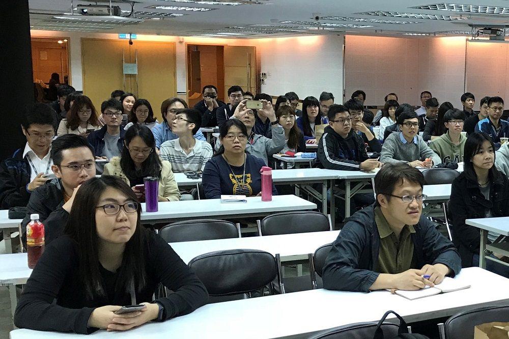 五倍紅寶石的程式課程大受好評,吸引各行各業學員報名。 照片提供/高見龍
