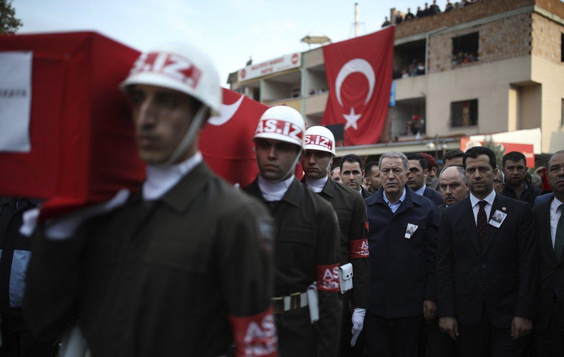 土耳其軍人下葬。 圖/美聯社