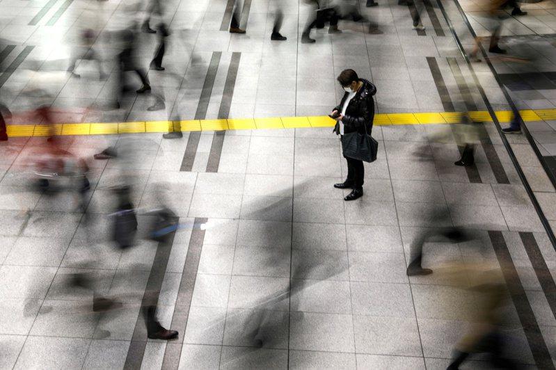 日本疫情升溫,有民眾對政府防疫政策感到不滿。圖為日本東京品川站。示意圖,非新聞當事者。路透社