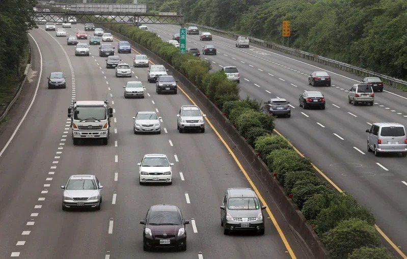交通部高公局預估今天有14路段會塞車。聯合報系資料照