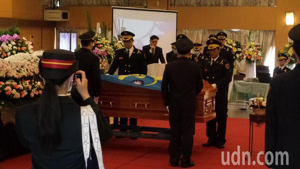 高雄殉職的消防小隊長馮永昌今天公祭。記者林保光/攝影