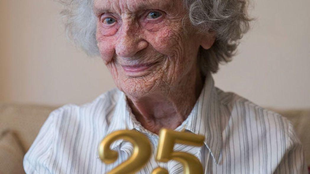 英國婦女朵莉絲.克萊夫(Doris Cleife)29日滿100歲,這是她第25...