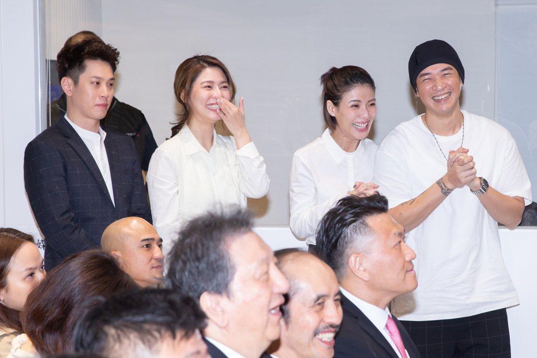 徐小可阿Ben、白家綺吳東諺兩對夫妻在台下又哭又笑。記者季相儒/攝影