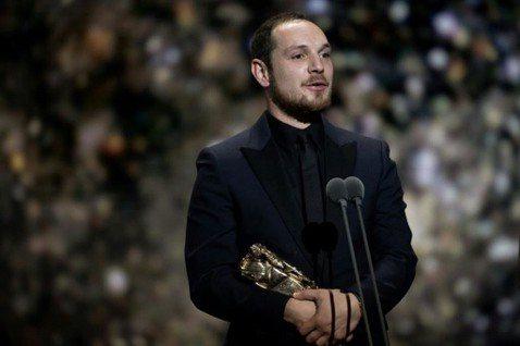 第45屆法國凱薩獎今天早上(2/29)舉行頒獎,之前連獲金球獎、奧斯卡提名的電影「悲慘世界」(Les Misérables)果然稱霸,勇奪最佳影片、觀眾票選最佳影片、最佳剪輯及新進演員等4項大獎,成...