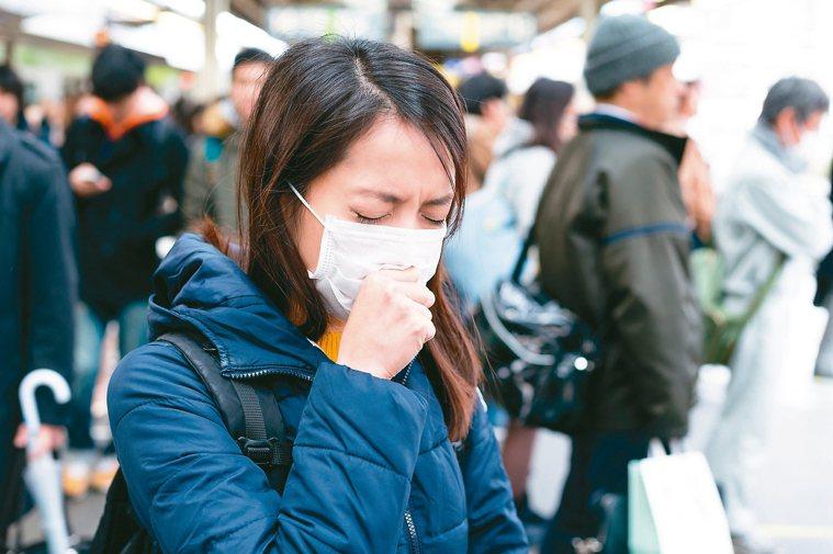 新冠肺炎疫情全球升溫,多個國家爆出社區感染,民眾擔憂病毒侵害,上演瘋搶口罩、酒精...