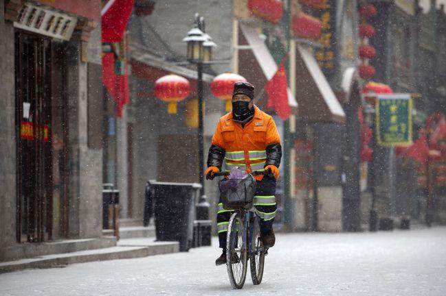 世界經濟顯然已感冒,雪上加霜的是,現在又爆發了新冠肺炎疫情。圖/美聯社