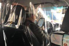 疫情升溫小黃司機自製「透明防疫罩」 網讚:負壓計程車