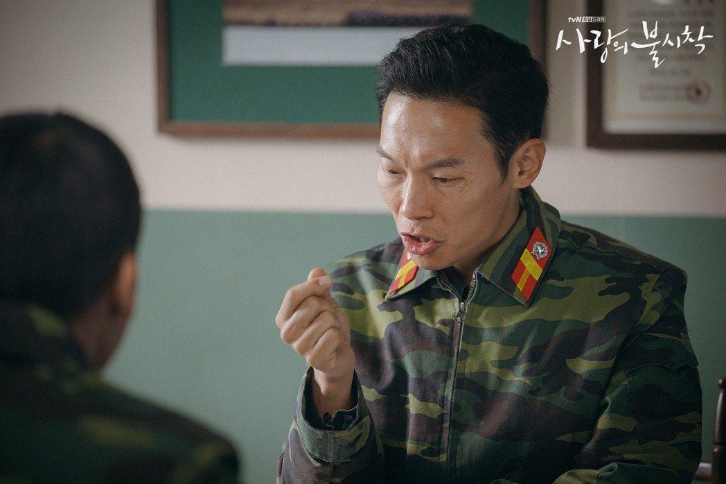 韓劇「愛的迫降」裡的表治秀,由演員楊慶元飾演。 圖/擷自tvN臉書