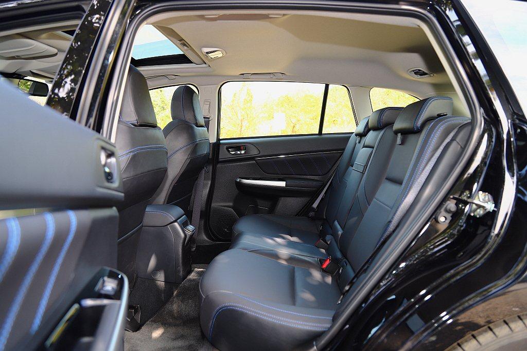 Subaru Levorg在2,650mm軸距設定下,後排具備相當寬敞的膝部空間...