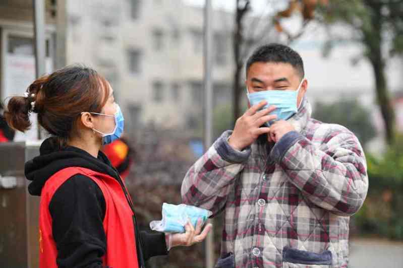 陸專家稱,除湖北外,大陸其他省市4月底可除下口罩。新華社