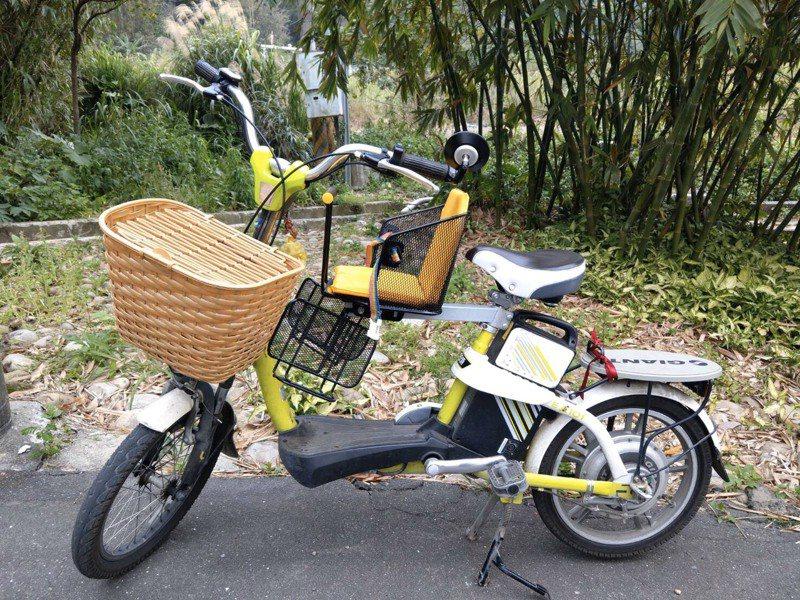 當事人的電動輔助自行車有踩踏板,和電動自行車明顯有別。圖/桃園市議員陳治文服務處提供