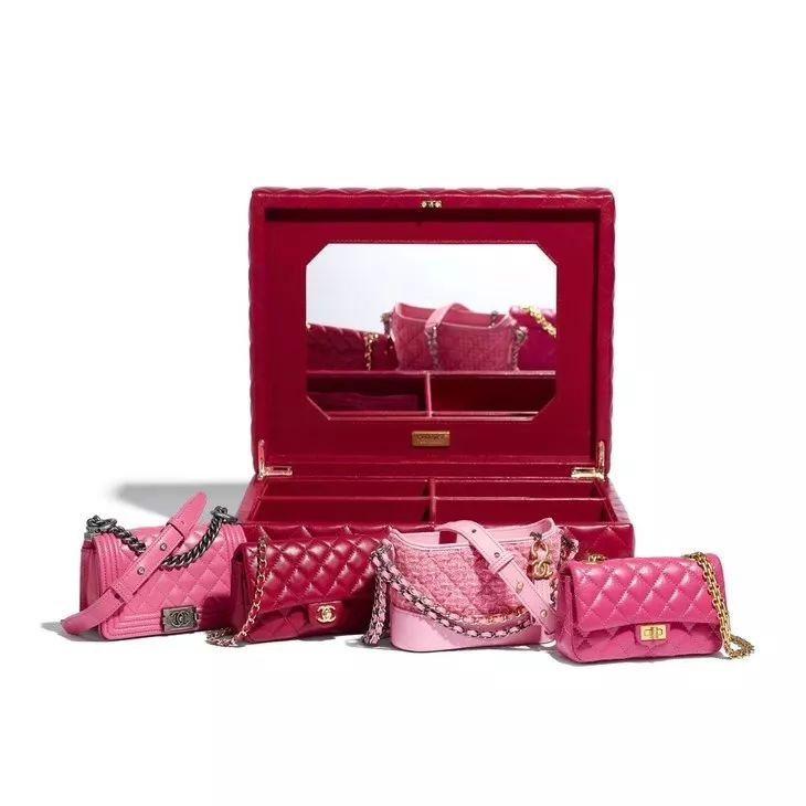 粉紅組合的迷你包禮盒內同樣有香奈兒Classic、2.55包、Boy Chane...