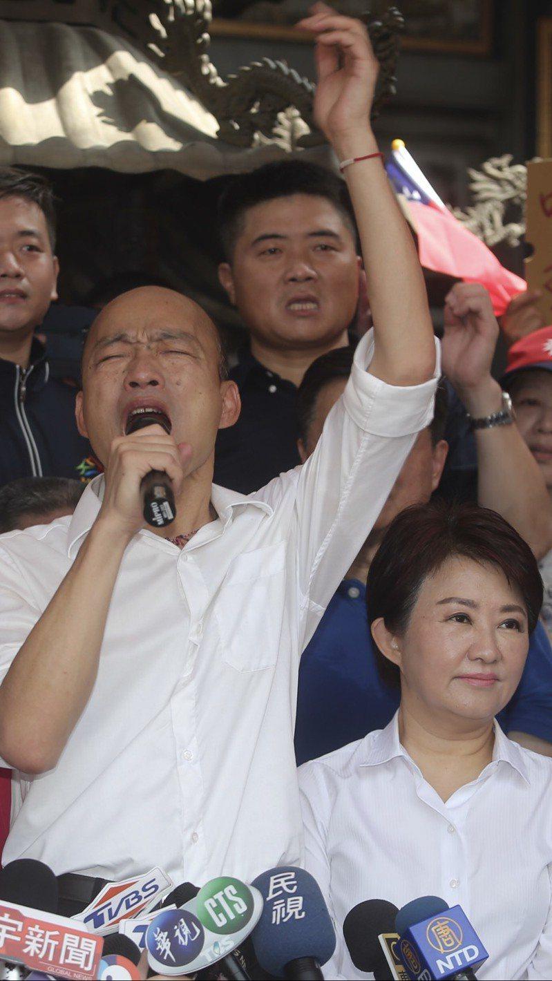 高雄市長韓國瑜(左)面臨罷免危機,公民團體3天前也發起罷免台中市長盧秀燕(右)連署。記者陳秋雲/資料照片