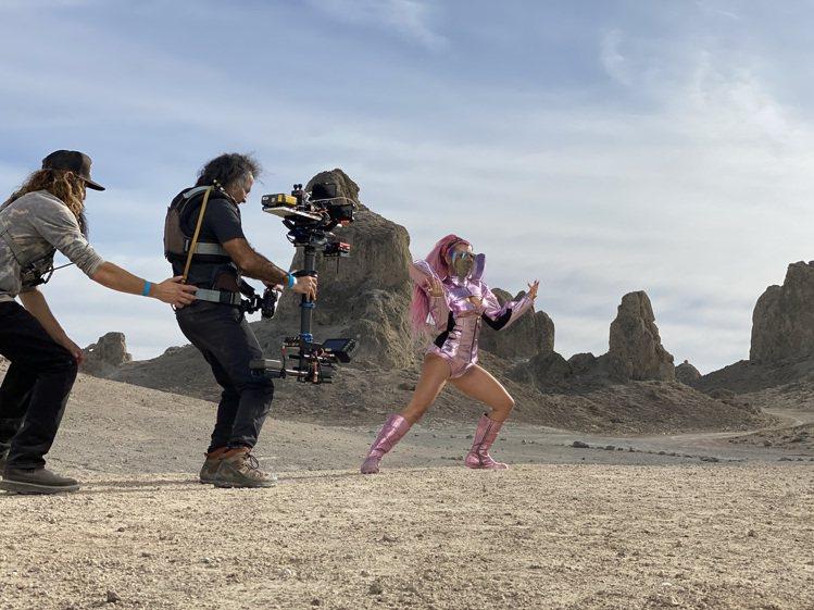 導演Daniel Askill認為,傳統上用專業設備實現的拍攝情景,現在也用iP...
