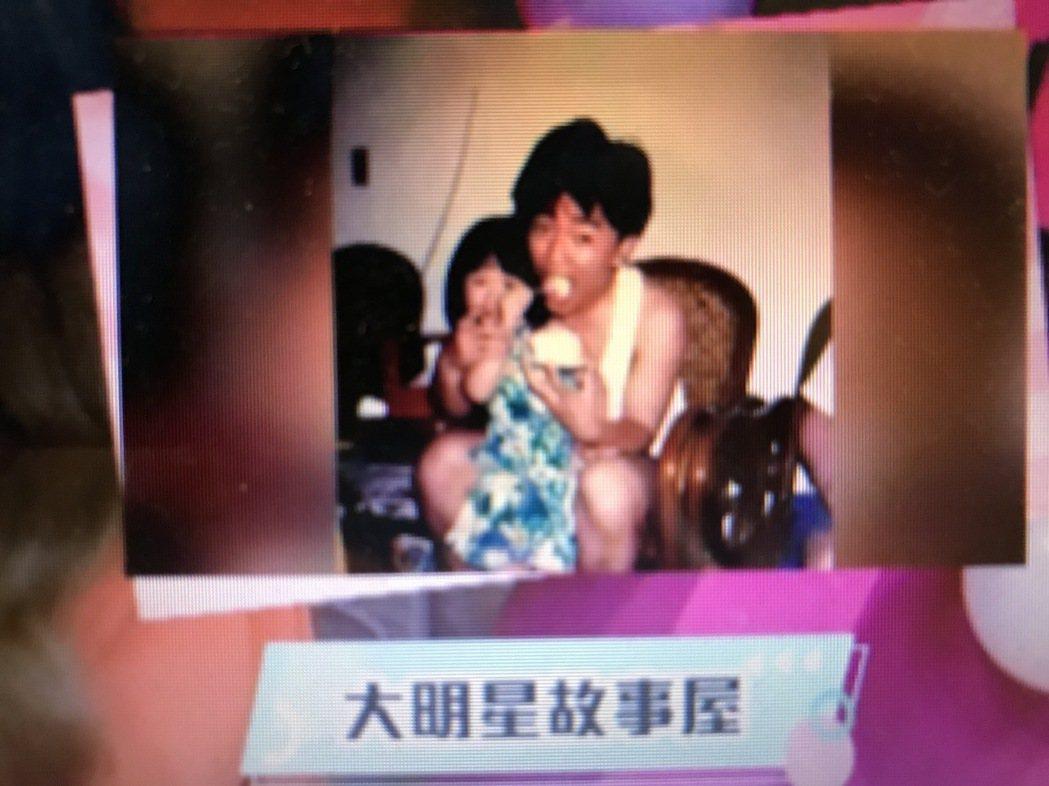 吳宗憲(憲哥)抱著小時候的吳姍儒。圖/趣你的娛樂提供