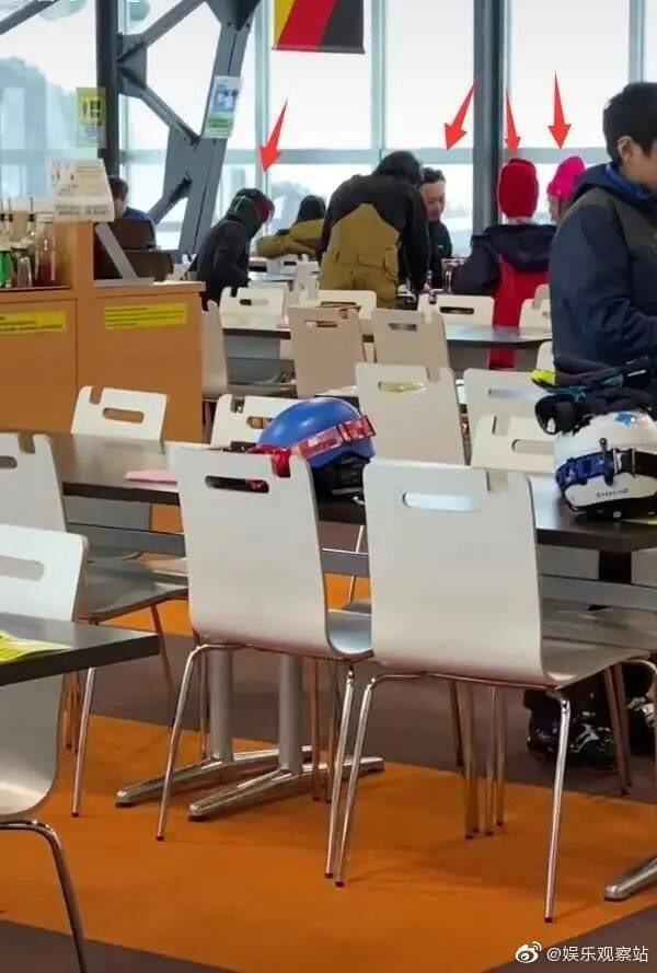 陳奕迅、王菲、謝霆鋒被拍到去日本滑雪。圖/摘自微博
