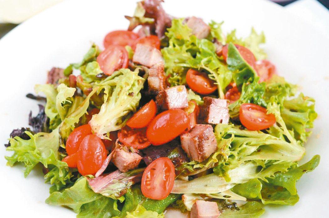 雞胸肉生菜沙拉 圖/北投健康管理醫院提供