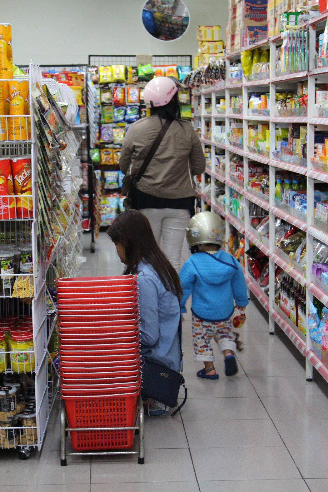 最深入移工界的東南亞商店,應設法納入防疫宣導和關懷據點。 圖/聯合報系資料照片