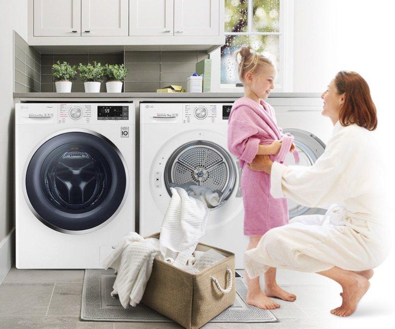 透過溫水洗滌、熱風烘衣,可有效減少過敏原和細菌,確保衣物潔淨衛生。 圖/LG提供