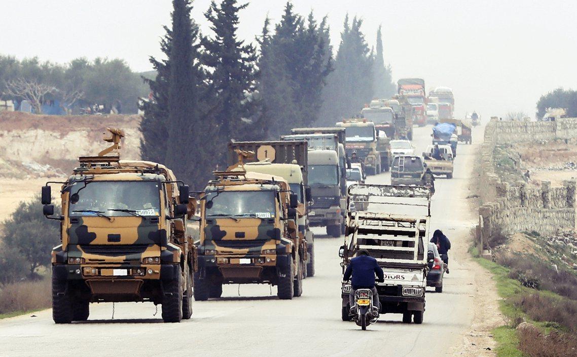 空中猛轟之外,土耳其軍的陸軍部隊也在易德利卜與阿勒頗北境集結,預計未來48小時內...