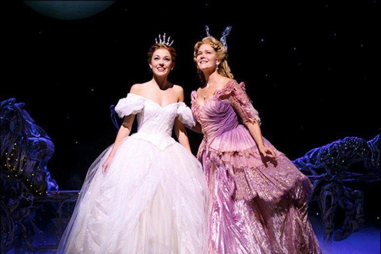 羅貝卡露克2013年參演《灰姑娘》音樂劇。 圖/取自Rebecca Lucker官網