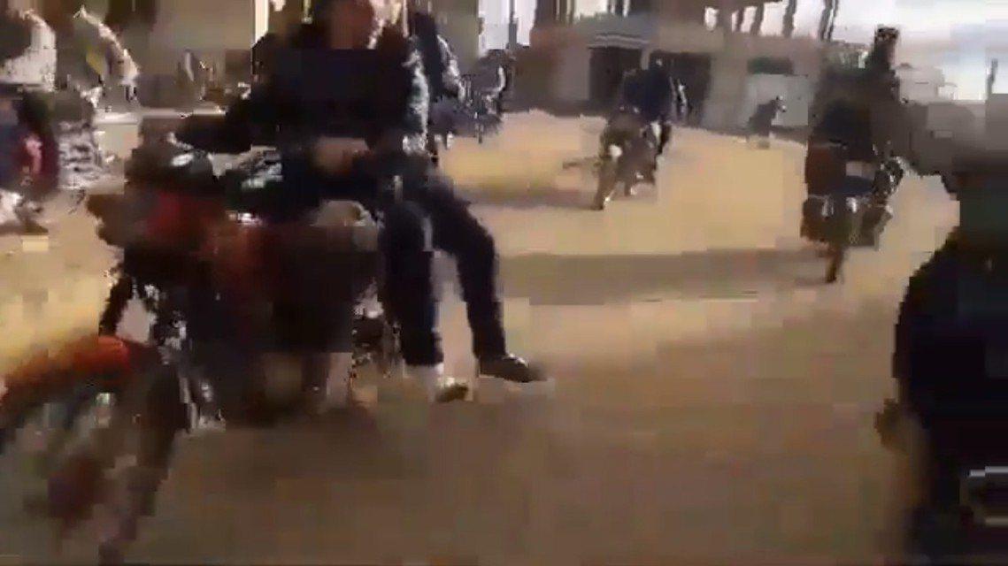 原本早已被敘利亞政府軍「收復攻克」的德拉省(Deraa),3月1日卻出現了大批地...