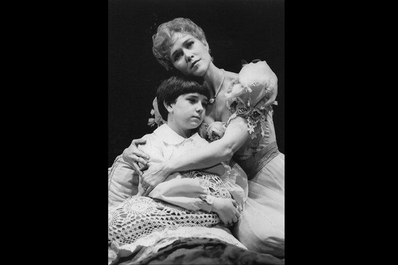 露克在《秘密花園》飾演與愛子陰陽兩隔的母親莉莉。 圖/作者提供