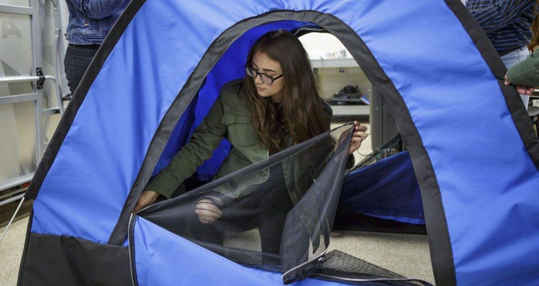 在決定設計這款給無家者的帳篷之前,她們也曾討論過要改善環境污染或水源品質的問題,...