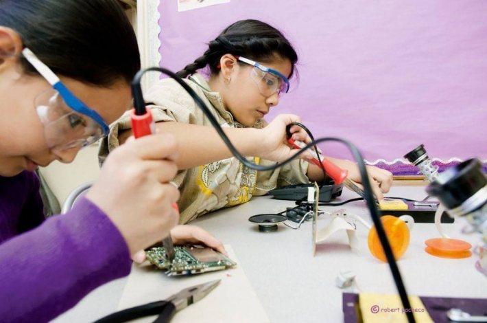 DIY GIrls是一個培養女性科學素養的組織。 圖/摘自DIY GIrls