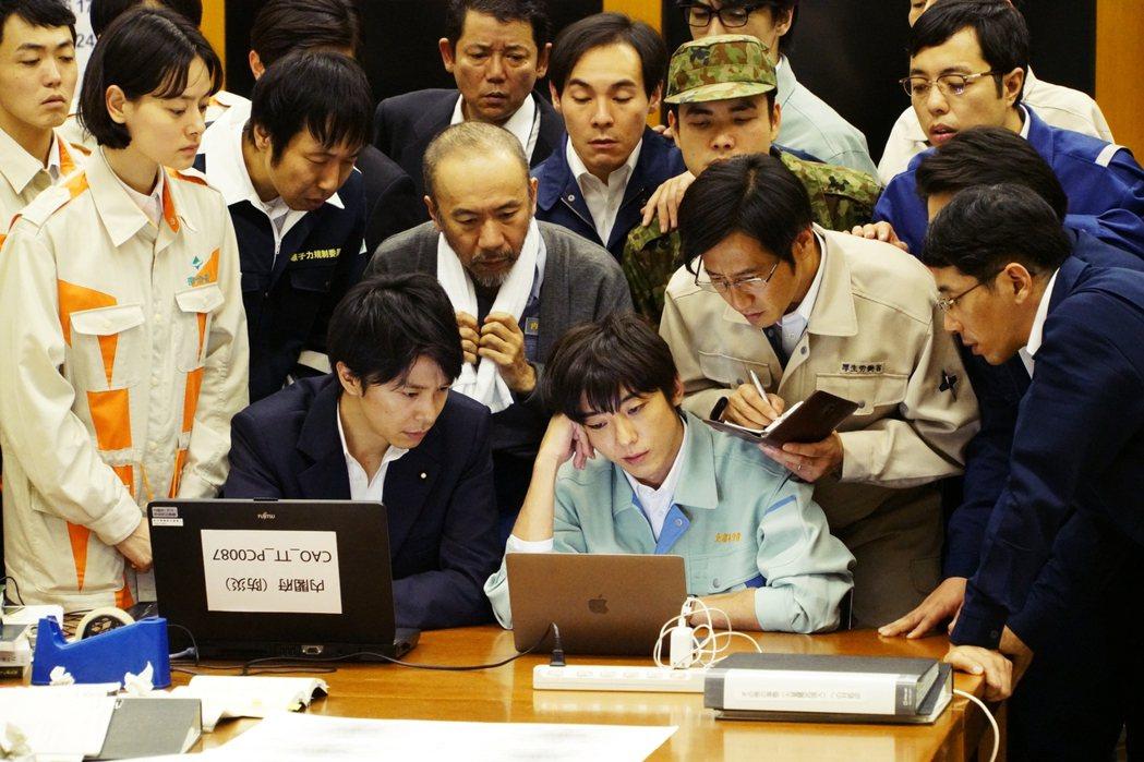 過往日本的官僚給人強烈的「菁英」印象,即便日本在二戰終戰後,一片荒蕪的狀態下,能...