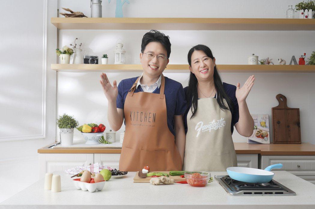 江坤俊醫師(左)與醫師娘劉藺秦(右)分享超簡單的好D食譜。 圖/采實文化 提供