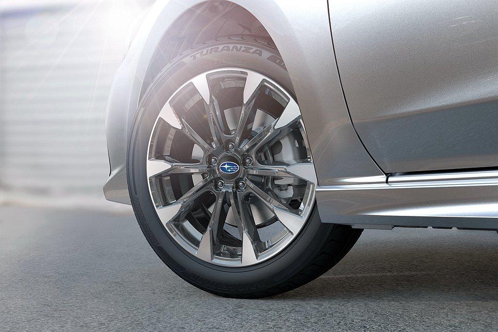 全新式樣的雙色削切式十爪輪圈彰顯其年輕運動化跑格。 圖/Subaru提供