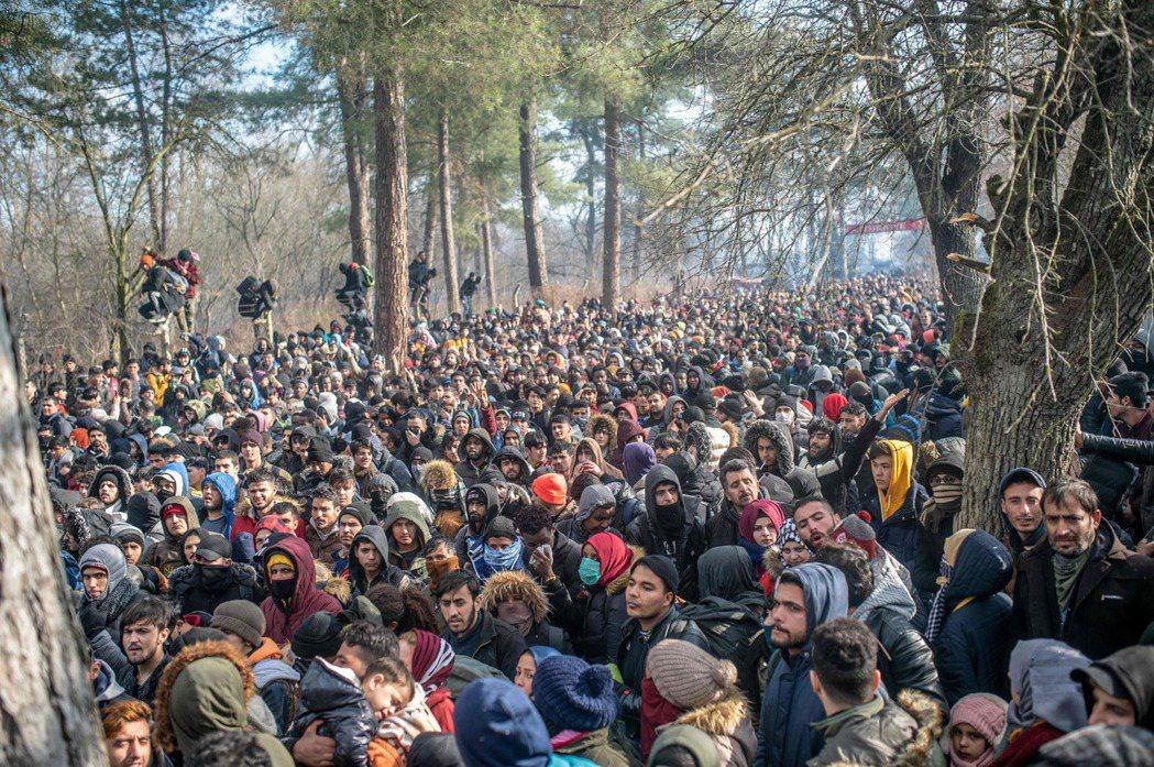土耳其境內目前已有多達360萬的難民,這些人不完全都是因為敘利亞內戰、或是因為土...