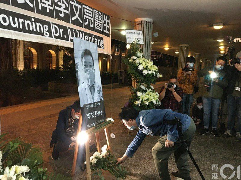李文亮去世,有香港市民舉辦悼念活動。(李恩慈攝)