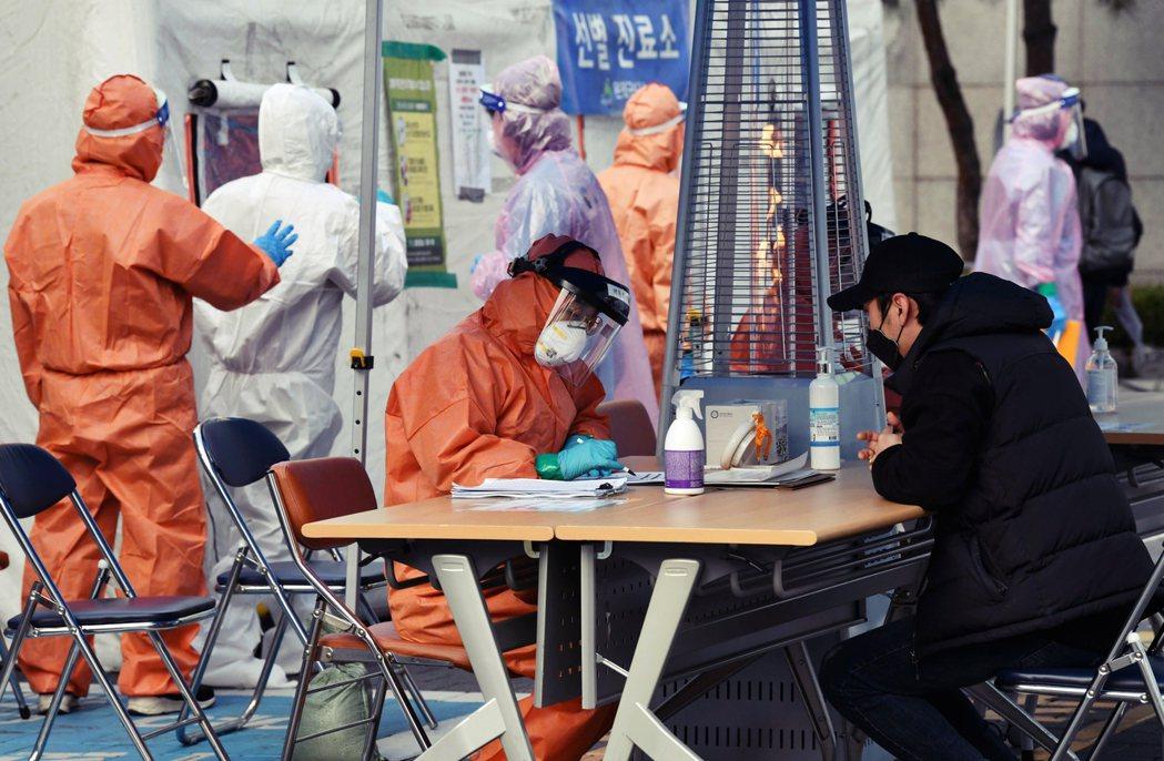 圖為南韓因應疫情的臨時醫療工作站。 圖/法新社