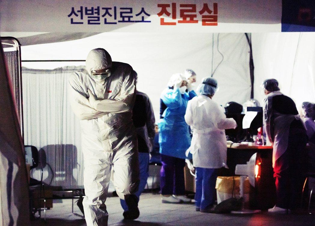 截至目前為止,大邱的公立醫院總病床數只有381張、負壓隔離病房只有70個,需要的...