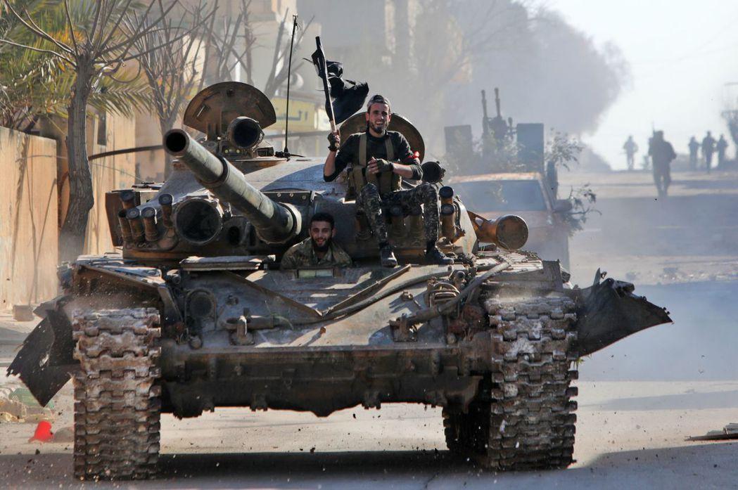 土耳其支持的敘利亞反抗軍。如果敘利亞停火協議能緩和易德利卜省(Idlib)的衝突...