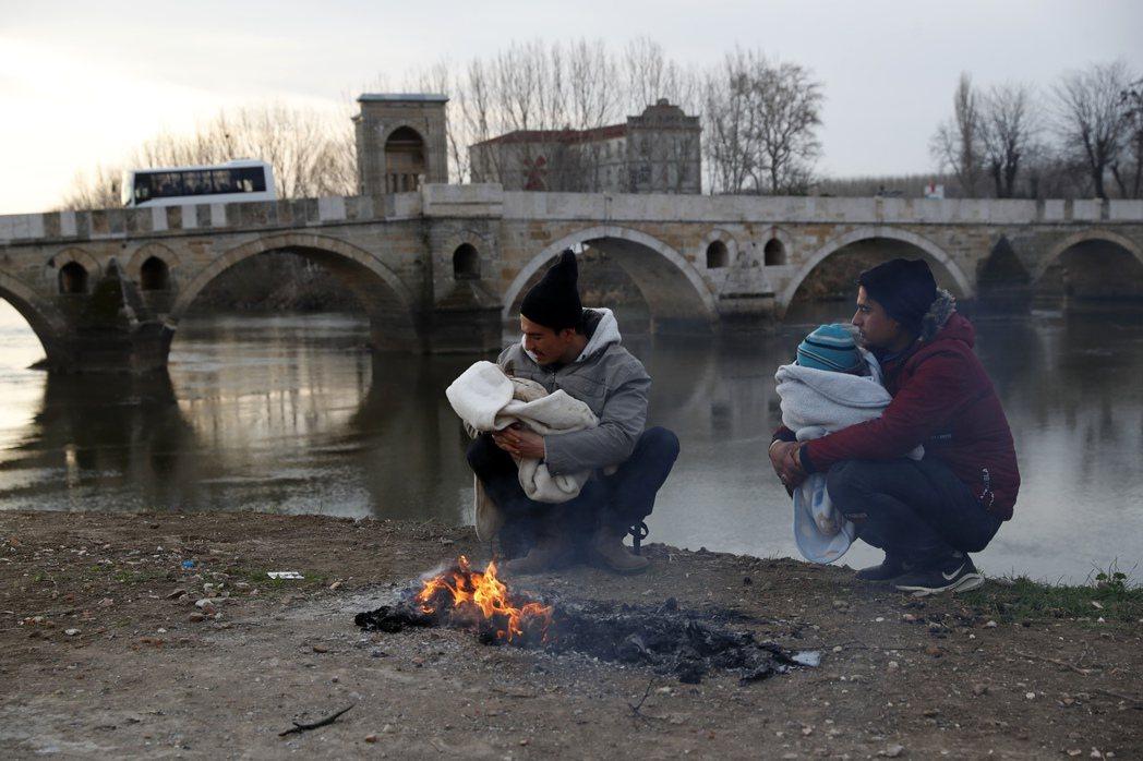 戰爭牽動的國際角力,被犧牲的依然是無所依靠的難民;數百萬的人流移動不只是一個帳面...