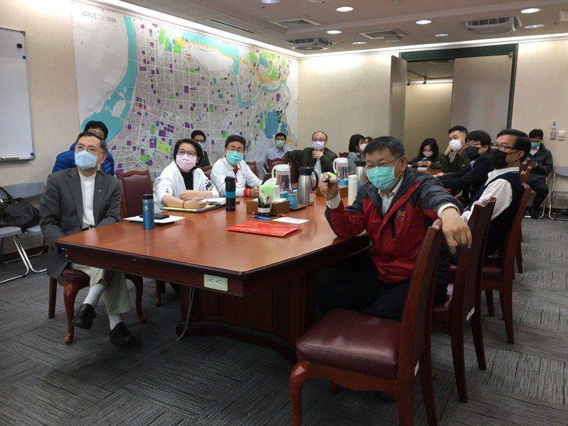 台北市長柯文哲今早上7時24分抵達市府,7時30分如常主持晨會。圖/北市府提供