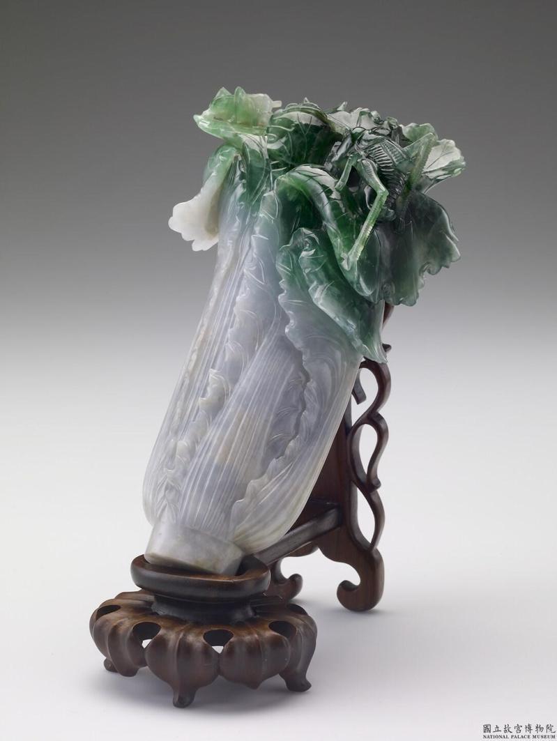 翠玉白菜是故宮最受歡迎的展品,但依法僅是比國寶次一級的「重要古物」。圖/故宮提供