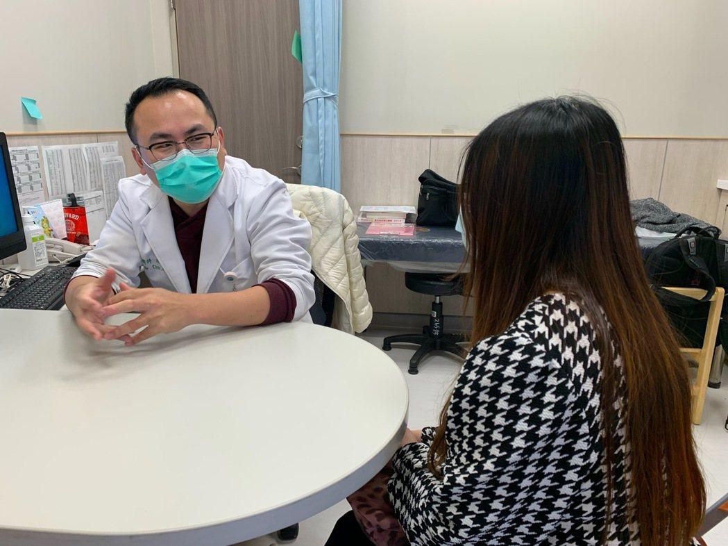 新冠肺炎流行病不僅對台灣與全世界造成公衛醫療與經濟上的衝擊,醫師也說,對人民的心...