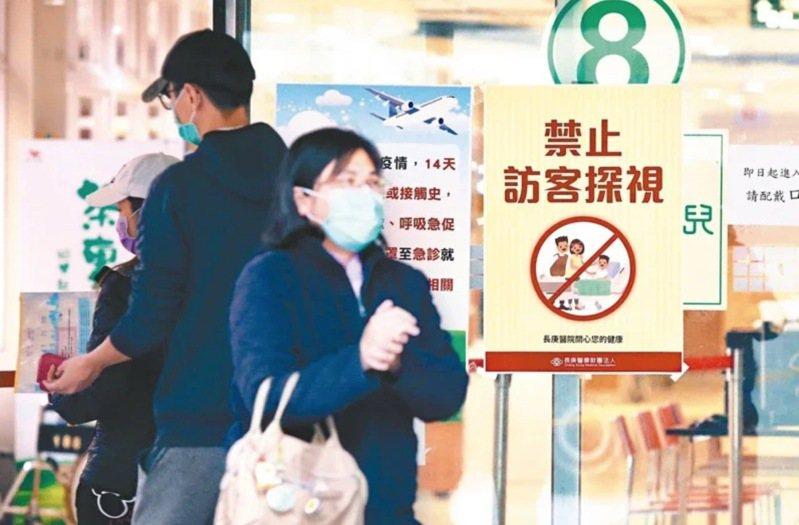 受新冠肺炎疫情影響,國內旅遊業、百貨業、航空業等紛紛傳出要放無薪假的訊息。本報資料照片